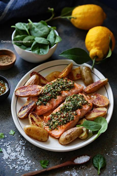 Saumon grillé, sauce façon chimichurri