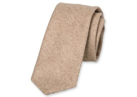 Parfait pour apposer une touche décontractée à votre tenue d'affaires une cravate en laine.