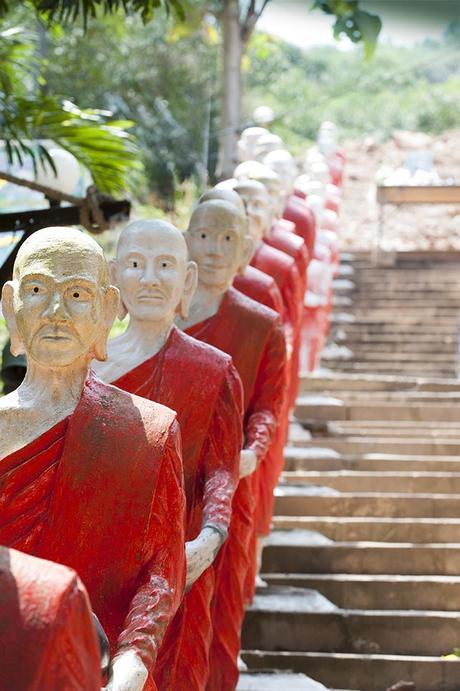 Le thaï qui regarde le doigt...