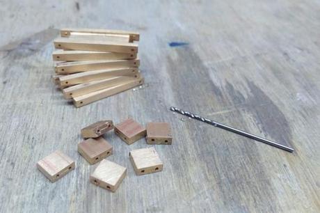 perforation des mailles du bracelet pour assemblage