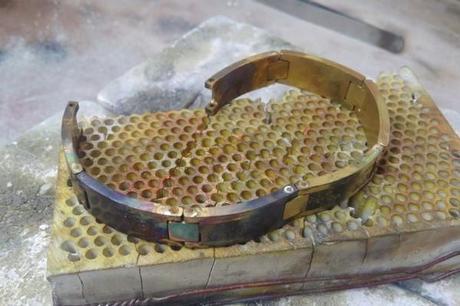 gros bracelet or en cours de création
