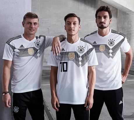 maillot officiel de l'équipe d'Allemagne pour la coupe du monde de football 2018 en Russie