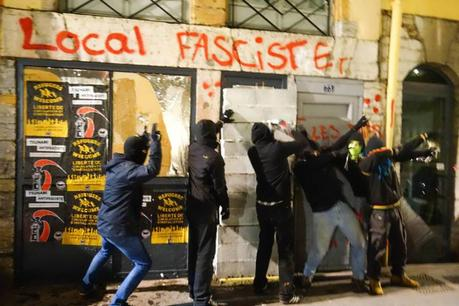 Le #BastionSocial de #Lyon fermé par décision du tribunal populaire #antifa ;)