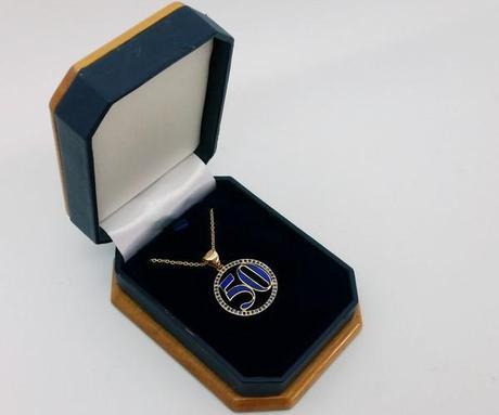 pendentif lapis lazuli dans son écrin