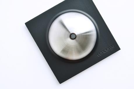 Le bouton connecté et intelligent Concierge par le studio Unistudio