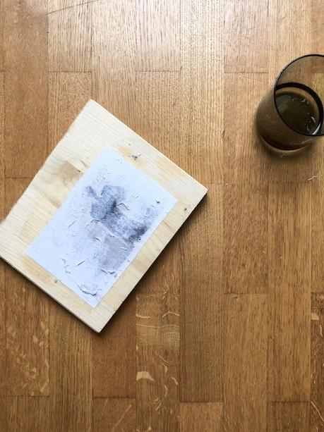 mettre en valeur ses photos vernis colle DIY gratter feuille eau enlever