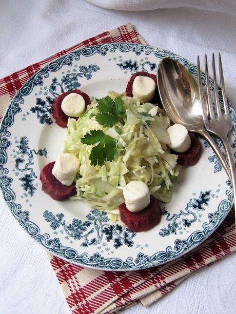 Salade de chou au blanc aux betteraves & au chèvre
