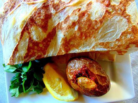 Wrap de pain markouk au tofu et salade de chou