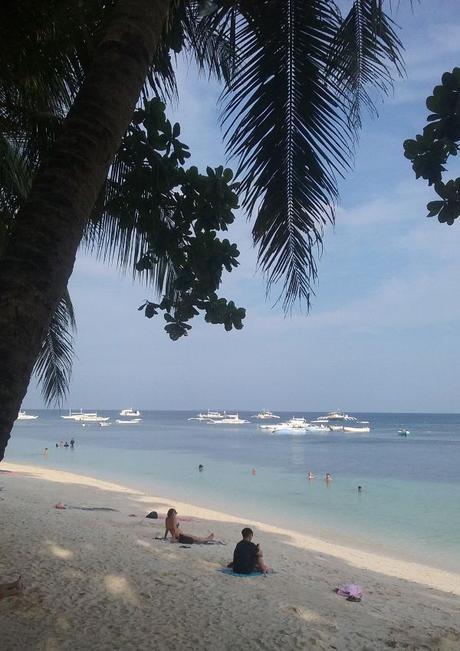 La plage d'Alona Beach à Panglao aux Philippines