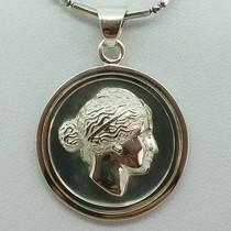 medaille visage grec en argent