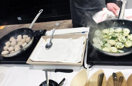 Chef Arnaud Thiry nous prépare sa version des Pommes de terre de l'ile de Ré avec les noix de Saint Jacques de l'ile de Ré