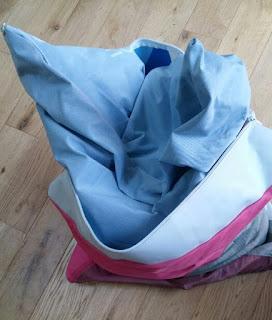 Mon nouveau coussin Upcyclé en toile de montgolfière, ou à la rencontre d'un projet fou !
