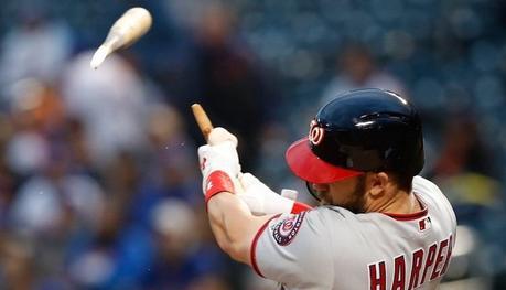 Quand un joueur de baseball casse sa batte en réalisant un homerun