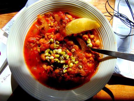 Soupe repas au sorgo, pois chiches, lentilles rouges et boulettes aux parfums marocains