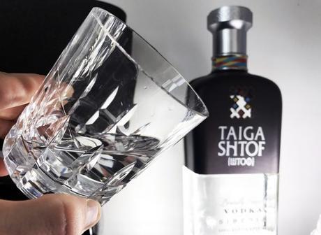 Onctueuse et douce en bouche, la vodka sibérienne Taiga Shtof est excellente nature à température ambiante