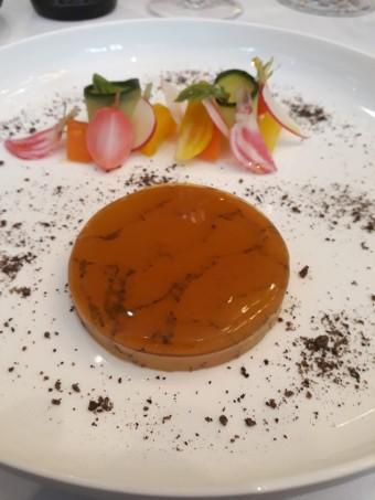 Foie gras de canard, confit aux cinq parfums, légumes © Gourmets&co