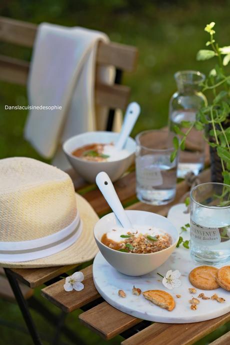 Compote de pêches roussane, fromage blanc et noix