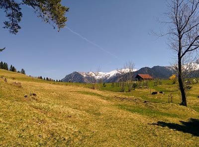 Jour de printemps estival autour de Mittenwald