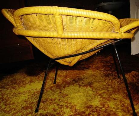 Fauteuil tresse jaune moutarde style annees 50