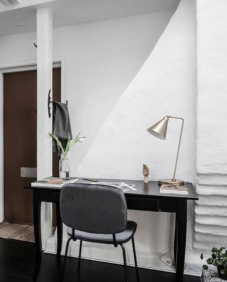 petit appartement blanc bureau entrée
