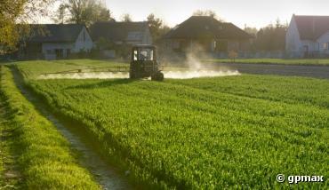 Un maire ne peut pas interdire les pesticides près des maisons de sa commune