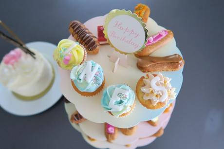 cake stand cupcakes cuppins