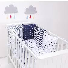 Protéger un bébé contre les cognements dans son lit