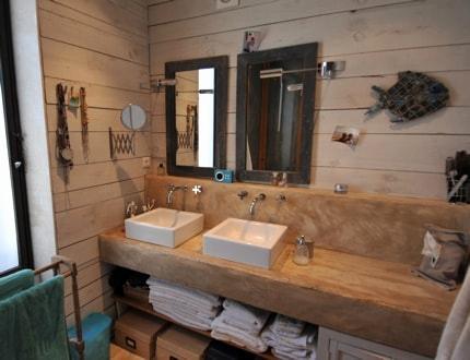 meuble de salle de bains en bois d couvrir. Black Bedroom Furniture Sets. Home Design Ideas