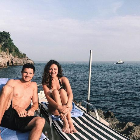 Holidays : Italia Ricci et Robbie Amell en Italie