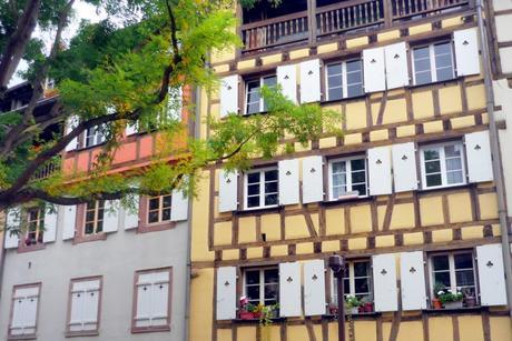 Les façades de la rue des Tanneurs © French Moments