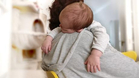 Bébé 4 mois pleure en dormant