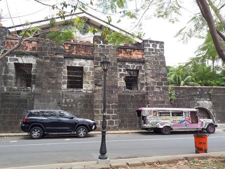 Une ruelle du quartier Intramuros à Manille
