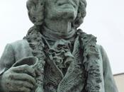 complément billets précédents propos l'installation statue Voltaire Oyonnax