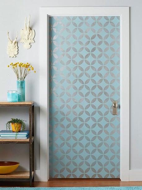 décorer une porte papier peint blog déco clem around the corner
