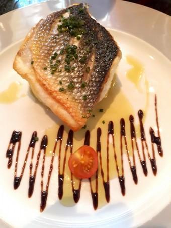Filet de bar à l'huile d'olive, purée © Gourmets&co