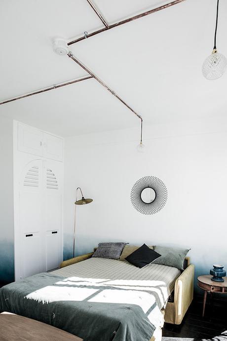 16m2 paris lit chambre placard canape clic clac jaune miroir soleil placard mur blanc coussins