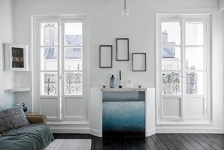 16m2 paris vue balcon studio bleu degrade tableaux cadres bougie vase