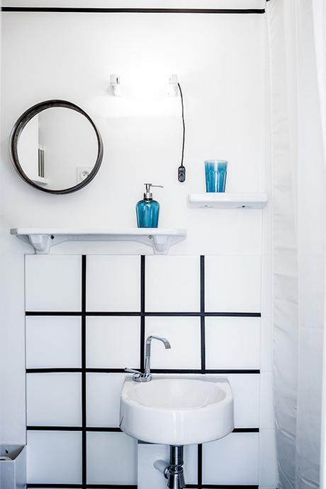 16m2 paris salle de bain carreaux noir et blanc miroir rond carrelage vasque blanche