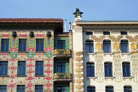 vienne art nouveau jugendstil sécession otto wagner maison majoliques médaillons