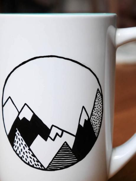 activite facile diy cadeau maitresse enfant mug personnalise rond preparation montagne dessin graphisme noir