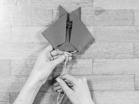 activite facile lapin marque page carre coupe triangle tete fin corde colle noeud