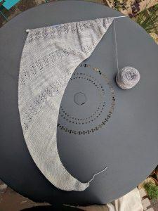 Châle Nurmilintu en gradient de gris