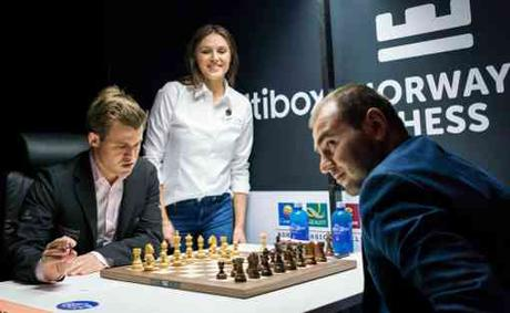 Magnus Carlsen n'a pu obtenir que le partage du point face à Mamedyarov - Photo © site officiel