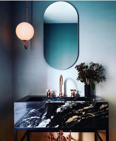 meuble salle de bain art déco marbre noir peinture bleu mur