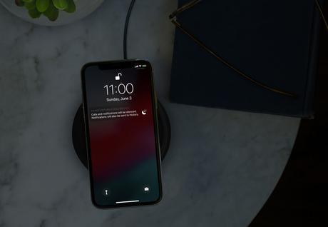 Le mode Do Not Disturb during Bedtime réduit la luminosité de l'écran et masque les notifications sur l'écran de verrouillage jusqu'à ce qu'il soit désactivé le lendemain matin.