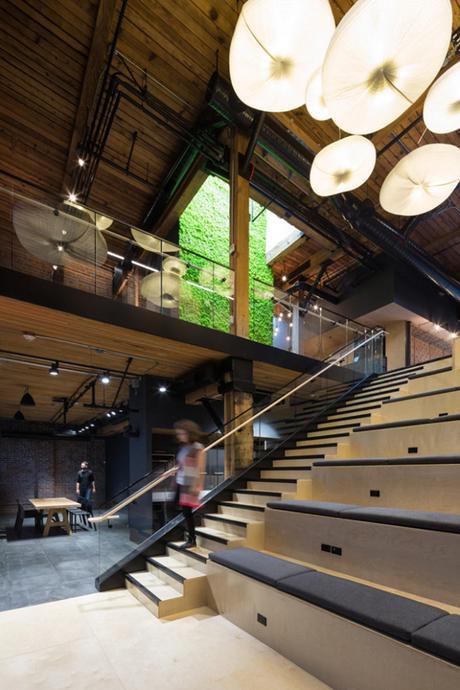 De sublimes bureaux au style industriel et végétalisés à Vancouver