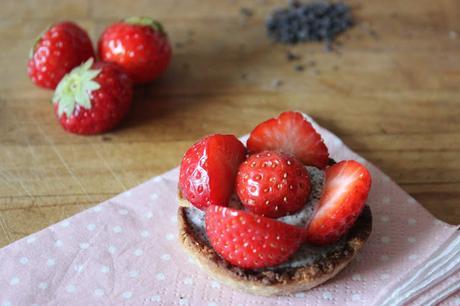 Cuillère et saladier : Tartelettes fraises-pavot