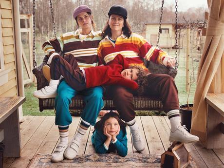 Tasha Tilberg et sa famille posent pour Acne Studios