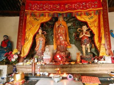 Sur la montagne, visite au temple de Guanyin