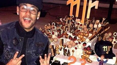 Cantona tacle violemment Neymar !